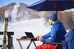 福島県・猫魔スキー場、「春スキー×テレワーク」提案、Wi-Fi完備のゴンドラキャビンで打合せも