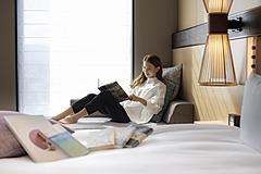 ホテルでおこもり読書を提案、JR九州ホテルズが旅行雑誌と企画、恩田陸さんら旅を感じる本を選書