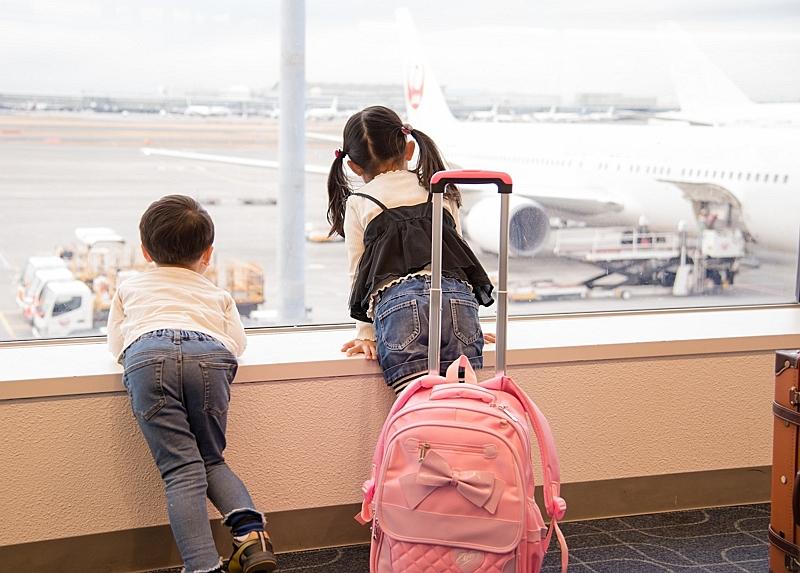 成田空港の非公開エリアもめぐる特別バスツアー、離発着する航空機を間近で見学、貸し切り24名まで25万円