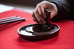 星野リゾートの「界 長門」、伝統工芸「赤間硯」職人と自分だけの硯づくり体験、地元職人との連携強化