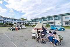 神奈川県の廃校がキャンプ場に、道具一式の貸出しも、ワーケーション利用も視野に