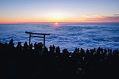 富士山八合目の山小屋、専属ガイド付きのプライベート登山ツアーを募集開始、寝床はスペース拡大
