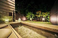 楽天の民泊、初の天然温泉付き宿泊施設を箱根仙石原に開業、大型犬と宿泊可能な客室も