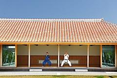 星のや沖縄、沖縄発祥の空手「琉球唐手」学ぶプログラム、読谷村の有段者が稽古