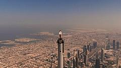 エミレーツ航空、最新CMが話題、客室乗務員が世界一高いビル頂上に