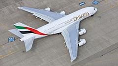 エミレーツ航空、超大型旅客機A380型の最終機を11月に受領、プレミアム・エコノミー設置の4クラス仕様に