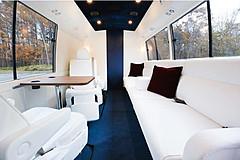高級リムジンバス貸切で北海道を周遊する宿泊プラン登場、2部屋・2泊朝食付で51万6400円
